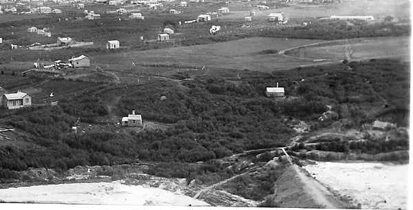 Photograph from Union Hill, showing the middle tailings pond bund. Centre of the image is the present Pylon Paddock. c. 1894-5.
