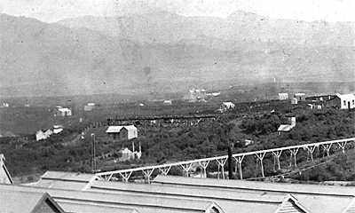 The dwelling can be seen above the centre of the foreground flume. (photo before 1902).